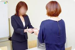 2、面接会場にお着きになられたら、面接担当者がご挨拶致します。